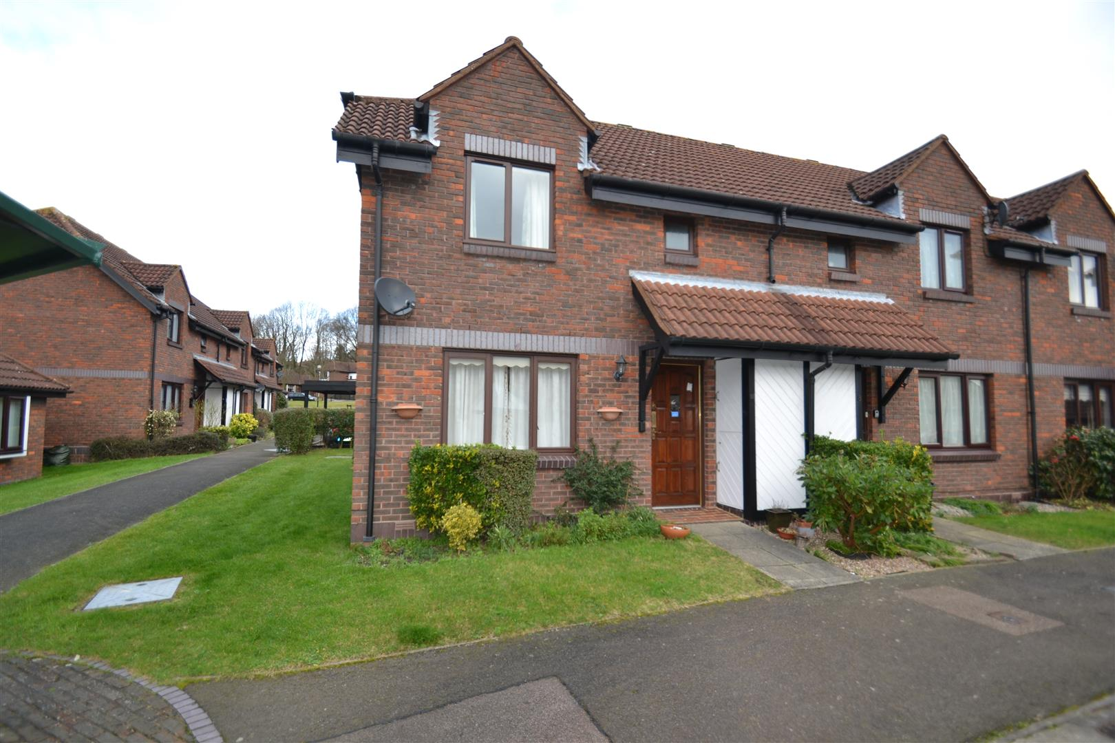 2 Bedrooms End Of Terrace House for sale in Willow Walk, Redhill